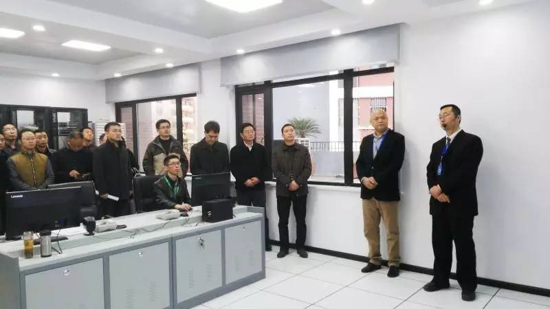 勤智数码向王东林副市长一行介绍毓秀智慧社区建设情况.png